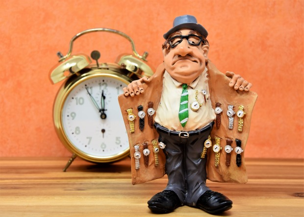 watch-dealers-3066653_1920